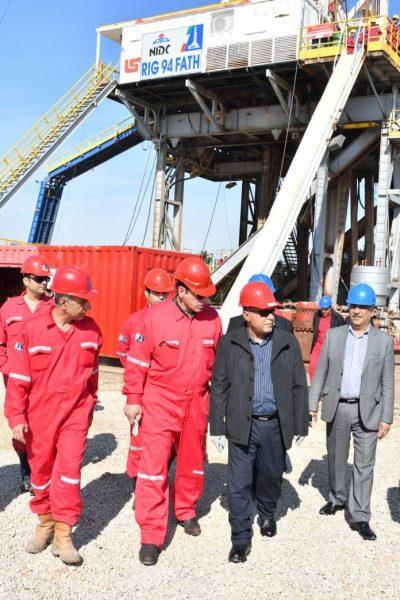 مدیرعامل شرکت ملی حفاری ایران در جمع کارکنان عملیاتی دستگاه حفاری ۹۴ فتح